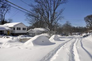 Winter Storm Jonas   Fairfax Villa Neighborhood   Maple Street   5 300x199 What You Need in your Car At Winter Time